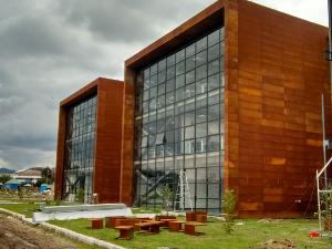 Montaje de Fachada en Acero Corte Laboratorio Escuela Colombiana de Ingenieria Julio Garavito